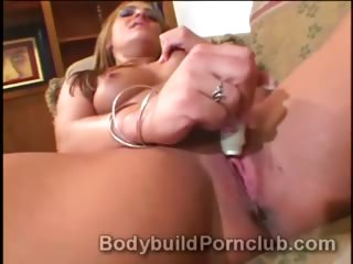 lustful mature blond bodybuilder italia plays
