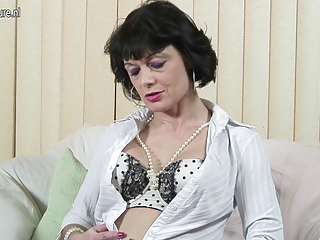 kinky british mother doing job her pussy