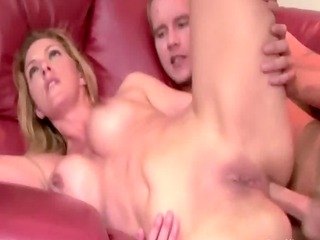 pale watches her mother obtaining fucked by her