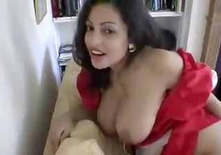 indian hawt housewife changing clothes!!